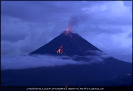 arenal-volcano-night-lava